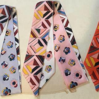ザラ(ZARA)のフラワーツイリースカーフ(バンダナ/スカーフ)