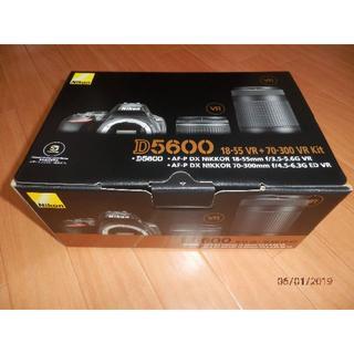 ニコン(Nikon)の【再出品】期間限定価格 ニコン Nikon ダブルズームキット D5600WZ(デジタル一眼)