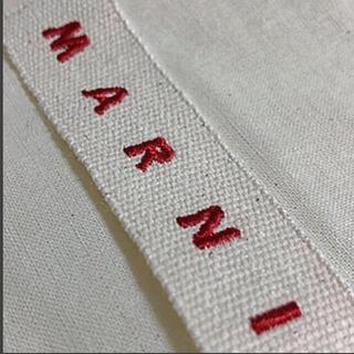 マルニ(Marni)の♯15 マルニ ブランド刺繍ロゴネーム付きエコバッグ 新品 期間限定販売(エコバッグ)