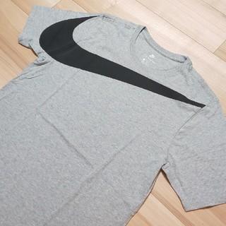 ナイキ(NIKE)の≪国内正規≫ NIKE Big Swoosh Tee Grey L グレー(Tシャツ/カットソー(半袖/袖なし))