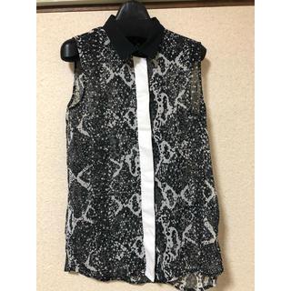 エイチアンドエム(H&M)のH&M スネーク柄シフォンノースリーブシャツ 32(シャツ/ブラウス(半袖/袖なし))