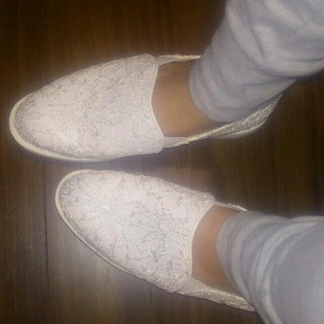 しまむら(シマムラ)の白レース☆スリッポンL レディースの靴/シューズ(スリッポン/モカシン)の商品写真