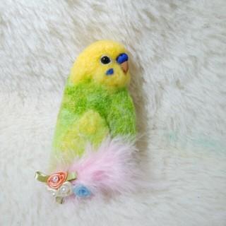羊毛フェルト セキセイインコ ブローチ 黄緑黄色(コサージュ/ブローチ)
