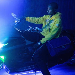 シャネル(CHANEL)のCHANEL × Pharrell Williams 黒 バッグ(ショルダーバッグ)