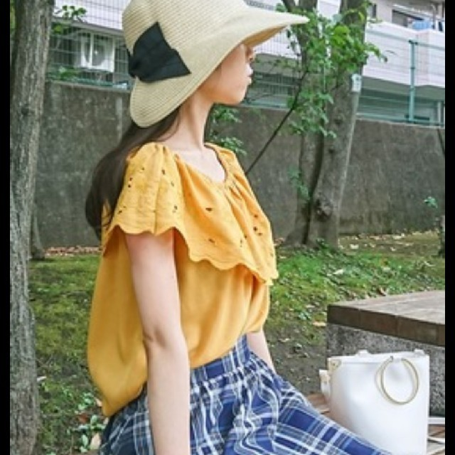 GU(ジーユー)の未使用  GU スカラップレースオフショルダーブラウス レディースのトップス(シャツ/ブラウス(半袖/袖なし))の商品写真