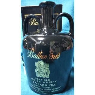バランタインカシミヤ(BALLANTYNE CASHMERE)の稀少レア、バランタインスコッチウイスキー、17年、黒陶器ボトル。(ウイスキー)