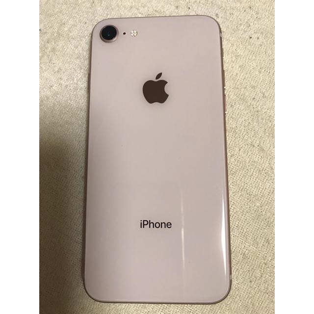 Apple(アップル)のiPhone8ゴールド 64ギガdocomo スマホ/家電/カメラのスマートフォン/携帯電話(スマートフォン本体)の商品写真