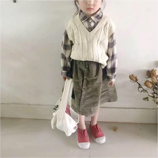 シマムラ(しまむら)の韓国子供服  Vネック  ニットベスト サイドスリット入り(ニット)