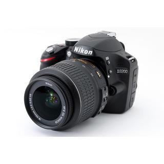 ニコン(Nikon)の★カメラ初心者にもおすすめ!WiFiで写真転送★ニコン D3200 ブラック(デジタル一眼)