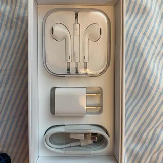 アップル(Apple)のiPhone 充電器とイヤホンセット(バッテリー/充電器)