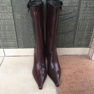 ミュウミュウ(miumiu)の美品 MiuMiu ミュウミュウ イタリア製 本革ポインテッドトゥミドル丈ブーツ(ブーツ)