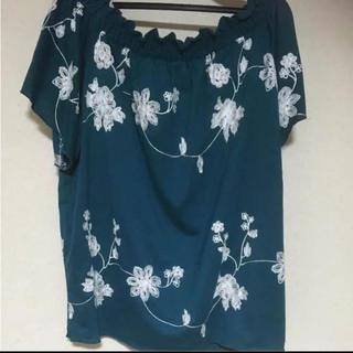 シマムラ(しまむら)のグリーン×花柄刺繍カットソー(カットソー(半袖/袖なし))