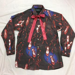 ミルクボーイ(MILKBOY)のmilkboy レッドシューズシャツ シャツ ブラック バックステージカラー(シャツ)