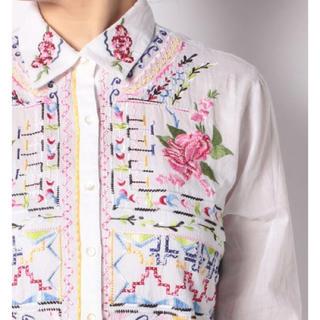 デシグアル(DESIGUAL)の新品♡定価15900円 デシグアル 刺繍が可愛いシャツ ホワイト(シャツ/ブラウス(長袖/七分))