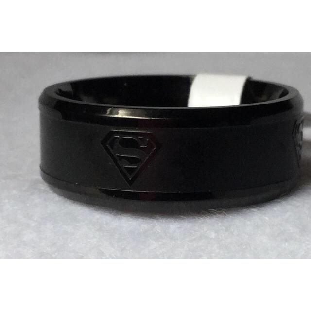 スーパーマンロゴ入りリング ブラック 新品タグ付 メンズのアクセサリー(リング(指輪))の商品写真