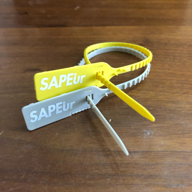 SAPEur サプール タグ 黄グレー2本セット スニーカー用 メンズの靴/シューズ(スニーカー)の商品写真