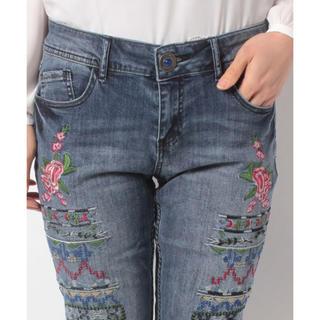 デシグアル(DESIGUAL)の新品♡定価17900円 デシグアル 刺繍が可愛い♡ジーンズ 大幅お値下げ‼️32(デニム/ジーンズ)