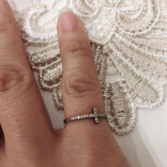 まぁみりん様  専用です。美品  プラチナ クロス ダイヤ ピンキーリング 5号 レディースのアクセサリー(リング(指輪))の商品写真