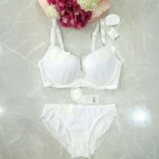 アモスタイル(AMO'S STYLE)の新品 トリンプアモスタイル Dressブラ&ショーツセットE75M(ブラ&ショーツセット)