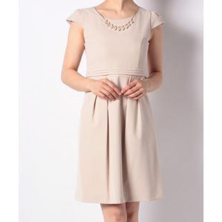 ネックレス付き フレンチスリーブドレス