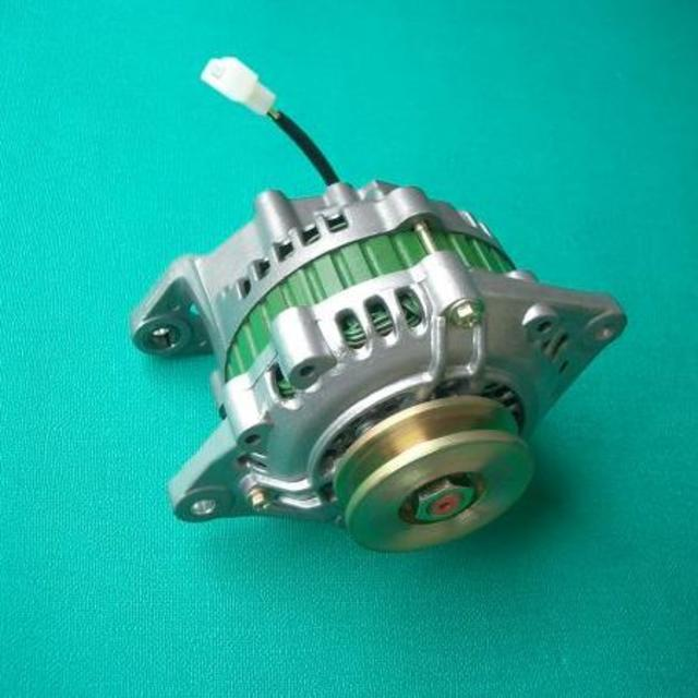 【返品不可】日産L型エンジン用(リビルト品)IC搭載タイプ 70A 自動車/バイクの自動車(車種別パーツ)の商品写真