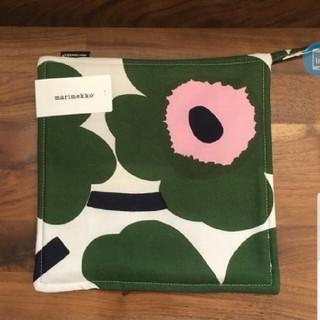 マリメッコ(marimekko)のflower さま専用ページ ウニッコ鍋敷き 2枚(キッチン小物)