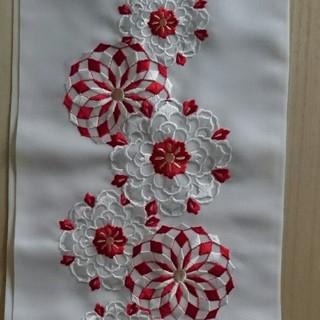 フリフ(ふりふ)の刺繍半襟 赤白  シルエリー 未使用(和装小物)