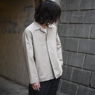 コモリ(COMOLI)のauralee オーラリー オープンカラー シャツ グレー ベージュ (シャツ)