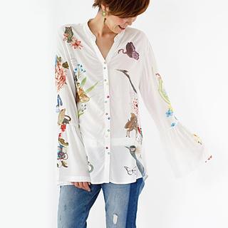 デシグアル(DESIGUAL)の新品♡デシグアル  花や鳥柄が可愛い♡シャツ ホワイト Sサイズ 大幅お値下げ!(シャツ/ブラウス(長袖/七分))