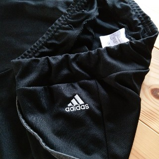 アディダス(adidas)の膝丈🌸パンツ(ハーフパンツ)