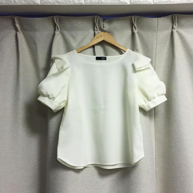 しまむら(シマムラ)の新品未使用 しまむら ブラウス オフホワイト レディースのトップス(シャツ/ブラウス(半袖/袖なし))の商品写真