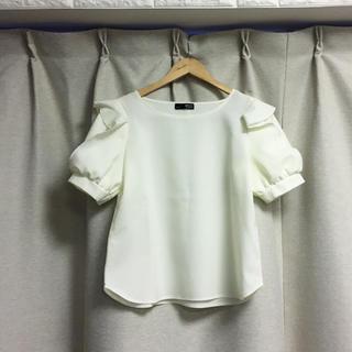 シマムラ(しまむら)の新品未使用 しまむら ブラウス オフホワイト(シャツ/ブラウス(半袖/袖なし))