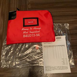 シュプリーム(Supreme)のsupreme Rifkin Safety Sac Red クラッチバッグ 新品(セカンドバッグ/クラッチバッグ)
