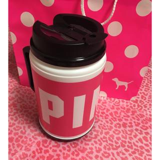 ヴィクトリアズシークレット(Victoria's Secret)の新品!ヴィクトリアズシークレットPINKマグカップ型ドリンクホルダー(その他)