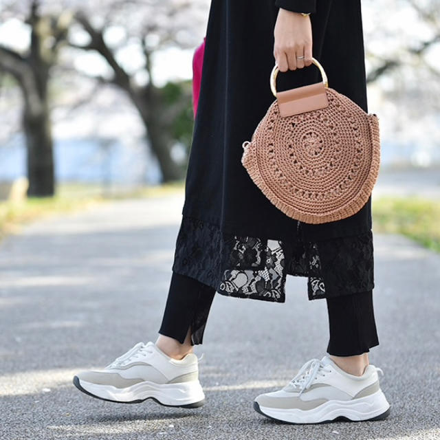 しまむら(シマムラ)の【新品タグ付き】 トレンド ブラウン サークル バッグ ショルダー レーヨン レディースのバッグ(かごバッグ/ストローバッグ)の商品写真