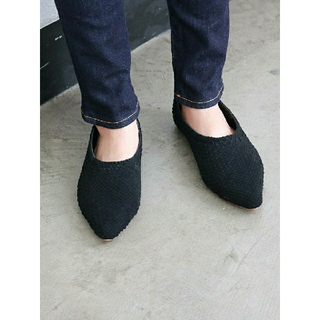 アングリッド(Ungrid)の【新品完売品】Ungrid ポインテッドブレイドフラットシューズ ブラック S(ローファー/革靴)