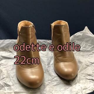 オデットエオディール(Odette e Odile)のodette e odileレザーベルトブーティー ベージュ 22(ブーティ)