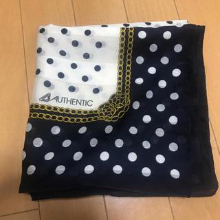 オーセンティックシューアンドコー(AUTHENTIC SHOE&Co.)の大判スカーフ 紺色と白色、ホワイトとネイビー(バンダナ/スカーフ)