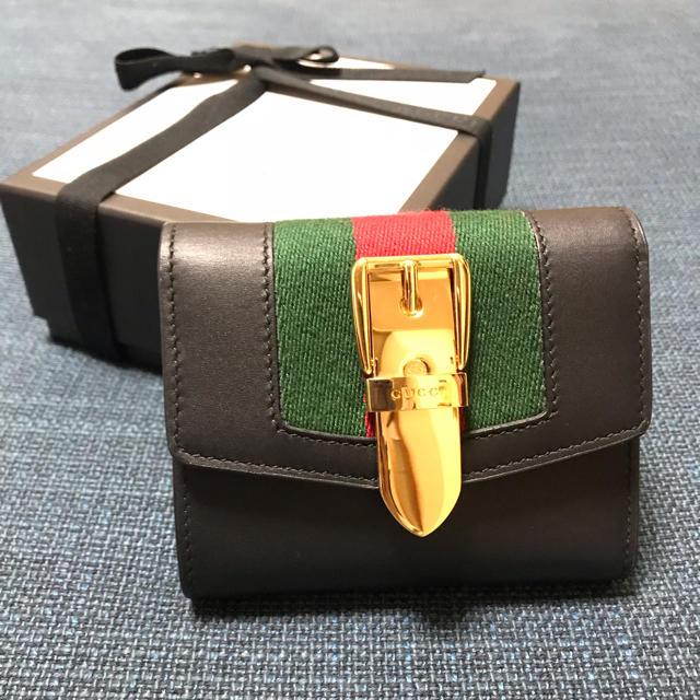 watch 3f0b4 d111c GUCCI シルヴィバックル二つ折り財布 | フリマアプリ ラクマ