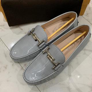 トッズ(TOD'S)の新品 トッズ ドライビングシューズ(ローファー/革靴)