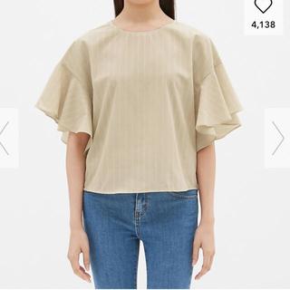 ジーユー(GU)のGU ストライプ 半袖シャツ ブラウス ベージュ Mサイズ(シャツ/ブラウス(半袖/袖なし))
