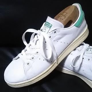 アディダス(adidas)の 王道モデル!アディダススタンスミス高級レザースニーカー人気の白緑!   (スニーカー)
