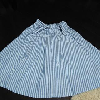 シマムラ(しまむら)のブルーストライプフレアスカート サイズM(ひざ丈スカート)