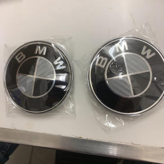 ビーエムダブリュー(BMW)のBMW カーボン/ブラック エンブレム 82ミリ✖️2個セット(車種別パーツ)