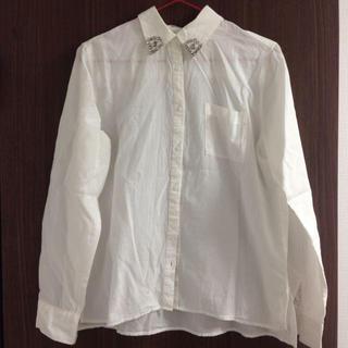 アーバンリサーチ(URBAN RESEARCH)のビジュー付きシャツ(シャツ/ブラウス(長袖/七分))