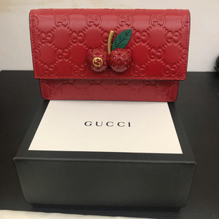 huge selection of 6d5f9 8097e グッチ チェリーレッドの通販 38点   Gucciを買うならラクマ