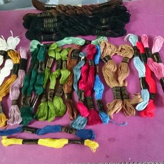 オリンパス(OLYMPUS)の刺繍糸まとめ売り32本(生地/糸)
