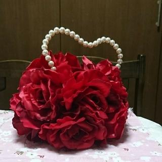 薔薇 お花たっぷりバッグ 赤 パール調 パーティー ウェディング(クラッチバッグ)