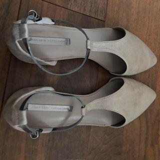 ザラ(ZARA)のZARA 靴 ベージュ(ハイヒール/パンプス)