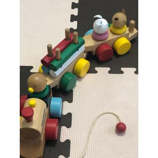 ミキハウス(mikihouse)のミキハウス積み木   汽車 3連  紐シミあり!その他美品です!(積み木/ブロック)